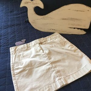 Vineyard Vines 🐳 khaki skirt with bonus stickers!